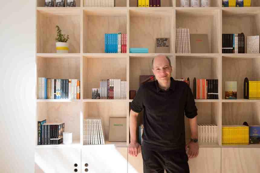Alain de Botton (photo. Hilary Walker)